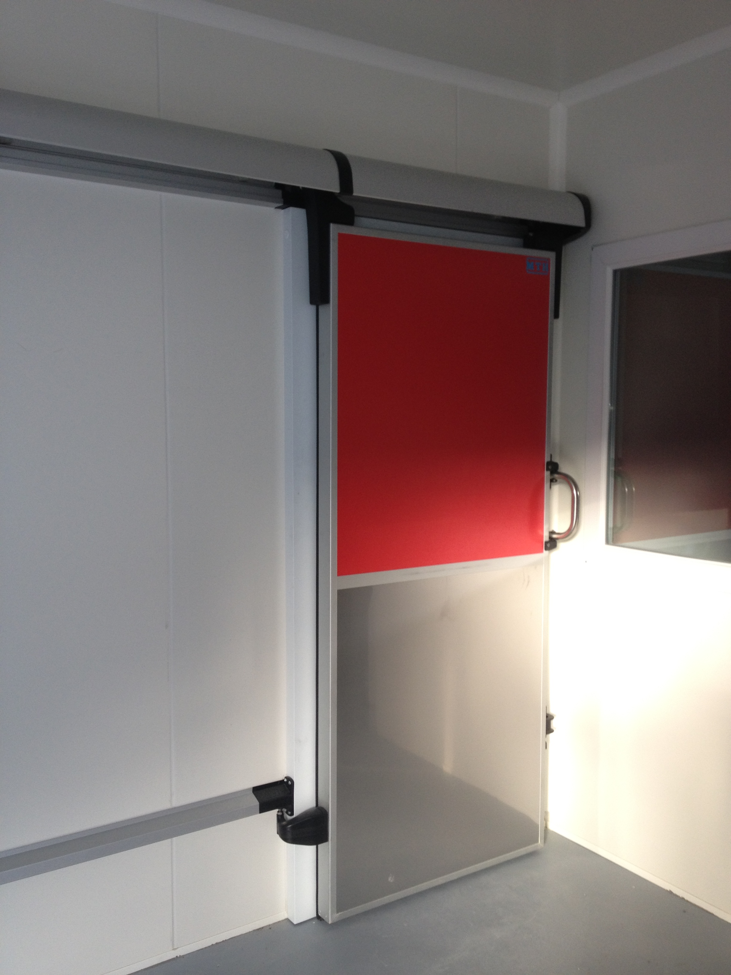 100 porte coulissante isotherme industisol industisol for Porte isotherme chambre froide